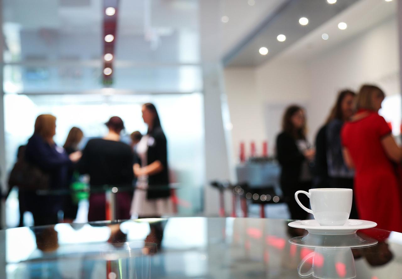 Catering na szkolenia i konferencje  – jak wybrać odpowiednią firmę w Poznaniu?