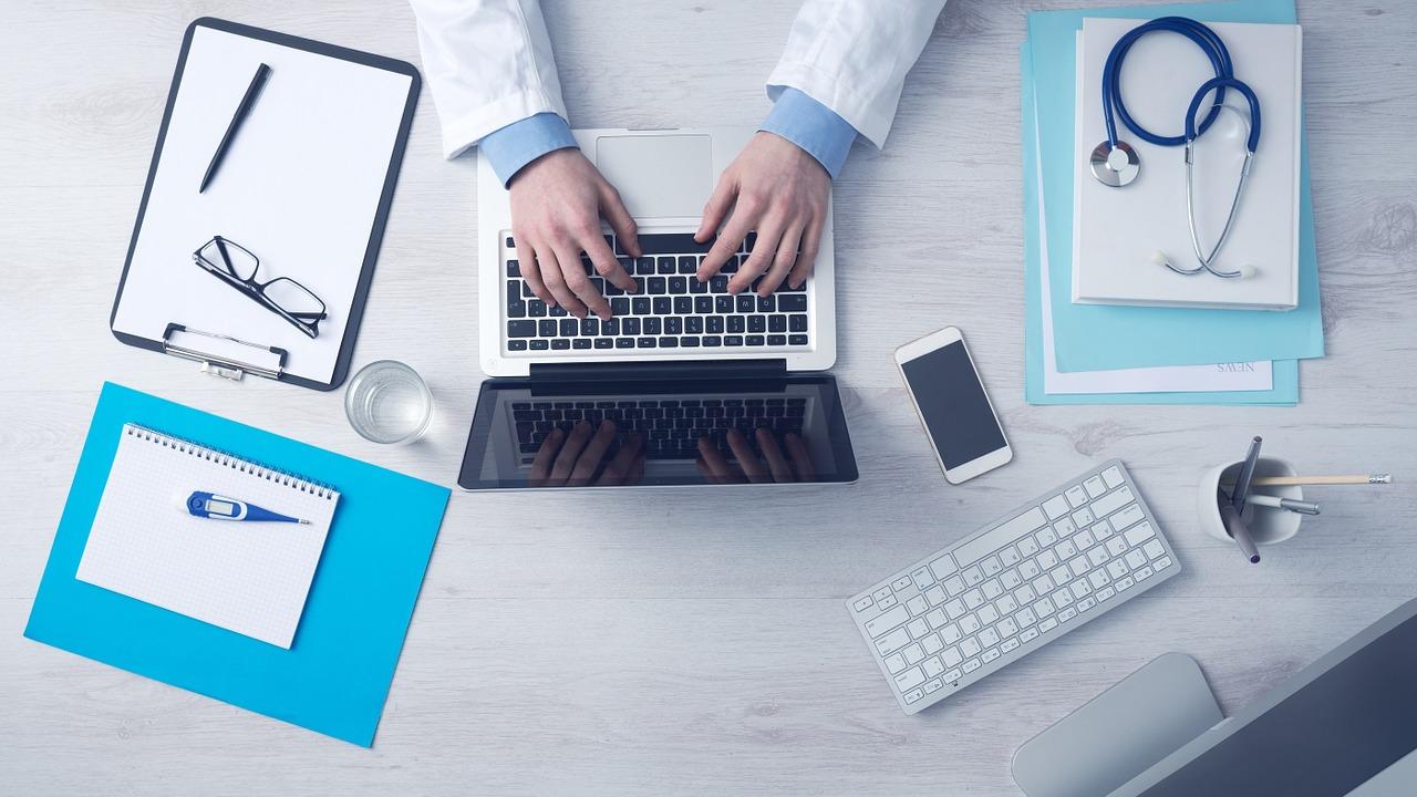 Jak rozwijać się po studiach farmaceutycznych? Szkolenia farmaceutów